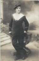 """Photographie-Carte Postale /Photo De Studio /Marine Militaire / Marin Du """" KERSAINT"""" Debout/ Vers 1930-1950     MAR33 - Barche"""