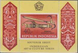INDONESIA - 1976 Art And Culture Perfed Souvenir Sheet. Scott 983a. MNH ** - Indonesia