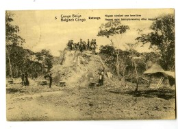 17184  -  Katanga  -  Nègres Nivelant Une Termitière - Congo - Kinshasa (ex Zaire)