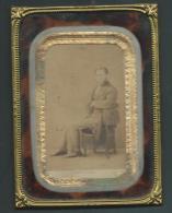 Dans 1 Cadre Métallique Doré 1 Photo Homme Assis Signée Pesme - Paris  - Pb106 - Anciennes (Av. 1900)