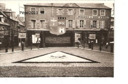 Photo 50 AVRANCHES - Place St Gervais Avant Bombardement Pavoisée France Guinée, Magasins Animation, Format Carte - Orte