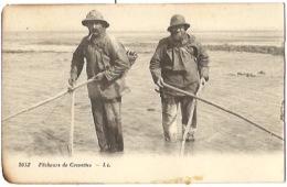 CPA PECHEURS DE CREVETTES. MARINS. LL NEURDEIN REUNIS. PECHE A PIED. - Fischerei