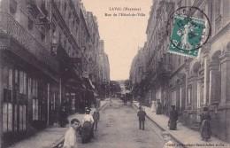 CPA 53 @ LAVAL @ Rue De L'Hôtel De Ville Animée En 1908 - Laval