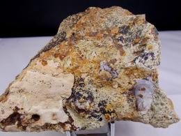LUSSATITE  SUR CALCAIRE BITUMINEUX CALCEDOINE 12,5 X 8,5 CM DALLET - Minerals