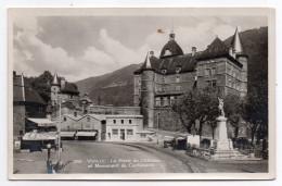 VIZILLE--La Place Du Chateau Et Monument Du Centenaire (banque + Restaurant Pub BERGER),cpsm 14 X 9 N° 382 éd La Cigogne - Vizille