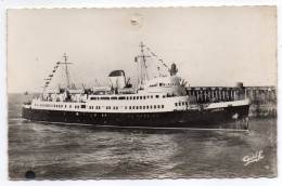 """DIEPPE --(bateau) Le Paquebot """"LISIEUX"""" Arrivant à DIEPPE,cpsm 14 X 9 N° 45 éd  Galf - Dieppe"""