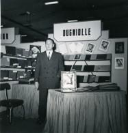 France Paris Salon Photo Ciné Son Stand Dugniolle Ancien Snapshot Amateur 1951