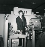 France Paris Salon Photo Ciné Son Stand Velox Ancien Snapshot Amateur 1951