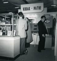 France Paris Salon Photo Ciné Son Stand Kodak Pathe Ancien Snapshot Amateur 1951 - Professions