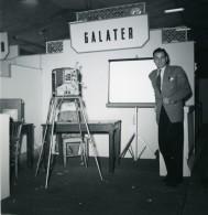 France Paris Salon Photo Ciné Son Stand Galater Ancien Snapshot Amateur 1951