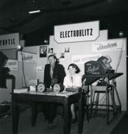 France Paris Salon Photo Ciné Son Stand Electroblitz Ancien Snapshot Amateur 1951 - Professions