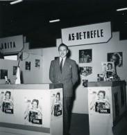France Paris Salon Photo Ciné Son Stand As De Tréfle Ancien Snapshot Amateur 1951