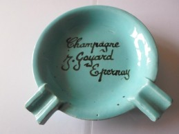RARE CENDRIER CHAMPAGNE J GOYARD  A EPERNAY - Porcelaine