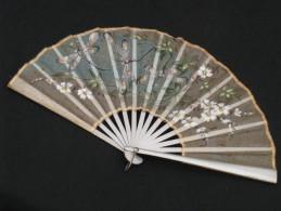 éventail Décoré De Fleurs Et Libellules Peint Japon ? Abanico Ventaglio Fan Fächer - Eventails