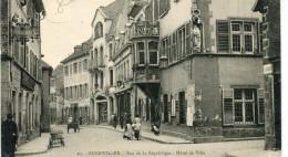 CPA 68 GUEBWILLER RUE DE LA REPUBLIQUE HOTEL DE VILLE - Guebwiller