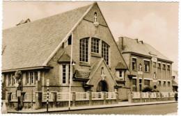 St Idesbald, De Kerk En School (pk30056) - Koksijde