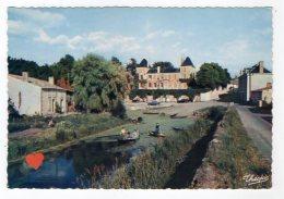 07019-LE-79-MARAIS POITEVIN-Le Logis D' ARCAIS (XIXe S.)------------animée-barques - France