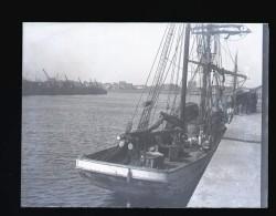 Plaque De Verre Négative Septembre 1913 Le Premier Terreneuvas Arrivé à St Malo Après 7 Mois De Mer Boîte II - Diapositiva Su Vetro