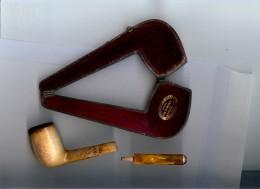 1 Pipe En écume De Mer Ancienne Déjà Fumée  Avec Son étui    GOETSCH     3 - Pipes En écume