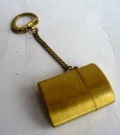 Porte Clés BRIQUET  Années 70 ? Marqué JAPAN En Dessous TYPE ZIPPO - Key-rings