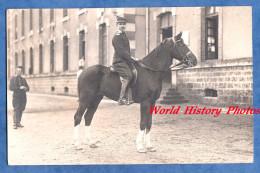 CPA Photo - Ville & Caserne à Situer - Portrait D'un Militaire D'un Régiment De Dragons Sur Son Cheval - Pose Horse - Militaria