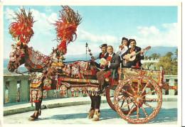Sicilia, Caratteristico Carretto (Carrettino) Siciliano Trainato Da Cavallo Con Suonatori In Costume Tipico - Other Cities