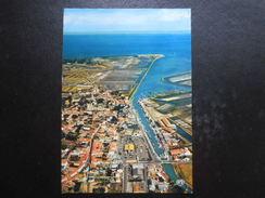 (85) CARTE POSTALE : ILE DE NOIRMOUTIER - Vue Générale De Noirmoutier - Le Port Et Les Marais Salants - Ile De Noirmoutier