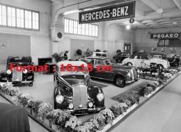 Reproduction D 'une Photographie Du Stand Mercedes-Benz Au Salon De L'automobile De Genève En 1952 - Reproducciones