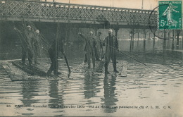 PARIS - XIIème Arrondissement - INONDATIONS DE JANVIER 1910 - Boulevard De Bercy - La Passerelle Du P.L.M ( POMPIERS ) - Arrondissement: 12