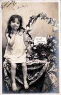 Hübsches Kleines Mädchen Schickt MILLE BAISERS, Fotokarte Gel.1905 V. Angers N. Rouen - Kinder
