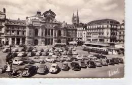 Angers.. Animée Place Du Ralliement Le Théâtre La Cathédrale Voitures Bus Car Autocar Autobus - Angers