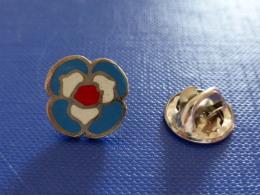 Pin´s Ville Logo Région Ile De France - Fleur Tricolore - Logo (UC18) - Villes