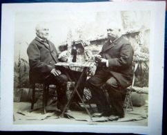 JEU DE CARTES  PHOTO FORMAT  CABINET  2 JOUEURS POSANT   VERS 1890/1900   14 X 11 CM - Photos