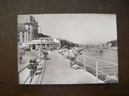 Carte Postale Ancienne Du Pouliguen: La Promenade Et La Potinière - Le Pouliguen