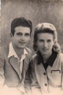 COUPLE  ANNEE 1940 ENVIRON   PHOTO D'ART A.L.B.  ST CHAMAS  CARTE PHOTO - Persone Anonimi