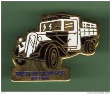 MUSEE DE SAINT MARCEL - BRETAGNE *** 0005 - Pin's & Anstecknadeln