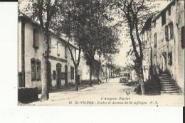 Saint-Victor  12   Les Ecoles Et L´Avenue De Saint-Affrique Animée - Saint Victor
