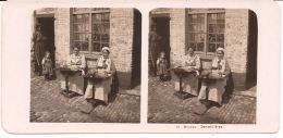 BRUGGE KANTKLOSSEN  STEREOKAART BERLIN 1906  Re Prent 18 X8.5 Cm - Cartes Stéréoscopiques