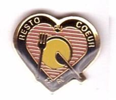 H157 Pin´s FFRC Federation Francaise Des Resto Du Coeur Fourchette Couteau Assiette Achat Immediat - Alimentation