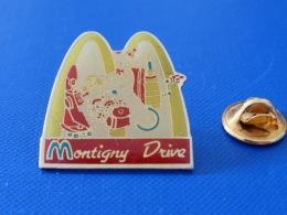 Pin´s Mac Do - Mc Donald´s - Montigny Drive - France - Clown Voiture (VB29) - McDonald's