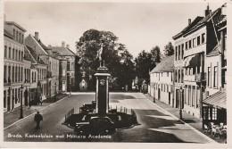 BREDA Kasteelplein Met Militaire Academie - Breda