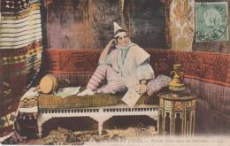 TUNISIE - SCENES Et TYPES - Femme Juive Dans Son Intérieur - Colorisée - Tunisia