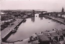 17. LA ROCHELLE.  VUE D´ENSEMBLE DU PORT. ANNÉES 50 - La Rochelle