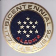 ALASKA -BICENTENARIAL USA - CHAPA METALICA ESMALTADA DE COCHE - AÑ0 1950/60 - DIAMETRO 7,5 CMS - Automóviles