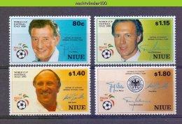 Mhl198 SPORT WK VOETBAL SOCCER WORLD CHAMPIONSHIP FOOTBALL Captain FUSSBALL FUßBALL WELTMEISTERSCHAFT NIUE 1990 PF/MNH # - Coupe Du Monde