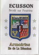 975 - ILE  De La Réunion  - Blason Ou écusson Brodée Sur Feutrine - ARMOIRIES Avec Contours Bleus - Scudetti In Tela