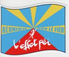 975 - ILE  De La Réunion  - Drapeau Blason Ou écusson Autocollant Effet Péi - Obj. 'Souvenir De'