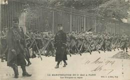 MANIFESTATION DU 1° MAI à PARIS - LES TROUPES AU REPOS. - Grèves