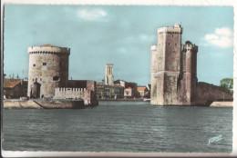 17  La Rochelle   L'entree  Du Port - La Rochelle