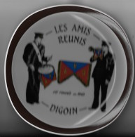 Assiette Les Amis Réunis 71 Digoin - Piatti